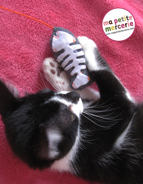 diy un jouet pour petit chat ma petite mercerie le blog. Black Bedroom Furniture Sets. Home Design Ideas
